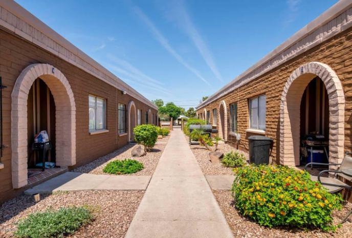 6727 N 61ST Avenue, Glendale, AZ 85301
