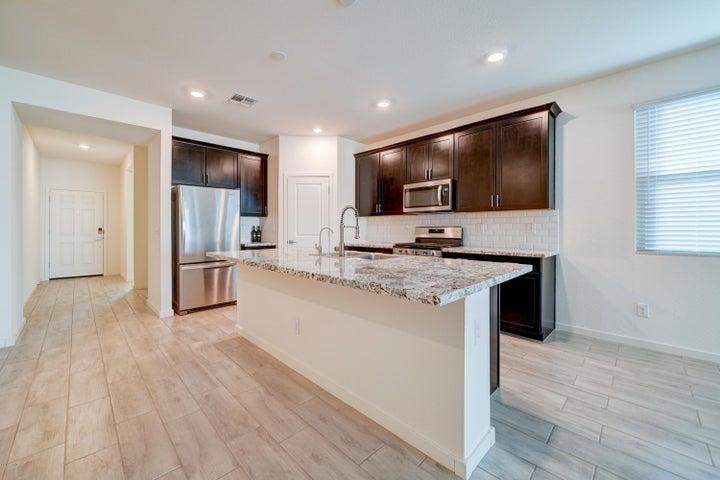4170 W CROSSFLOWER Avenue, Queen Creek, AZ 85142