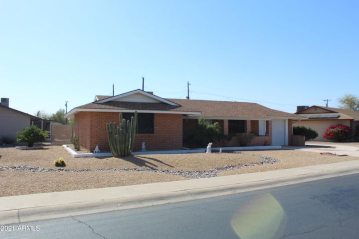12402 N AUGUSTA Drive, Sun City, AZ 85351