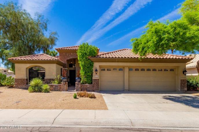 2558 E AMBERWOOD Drive, Phoenix, AZ 85048