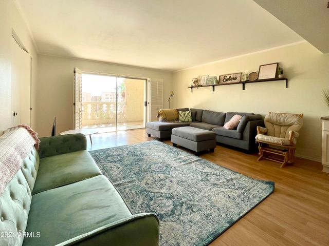 Spacious and bright living room, which laminate wood flooring throughout.