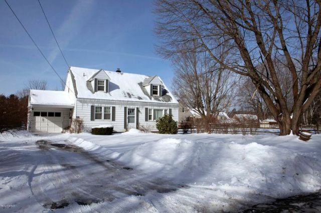 58 Roselyn Dr, Pittsfield, MA 01201