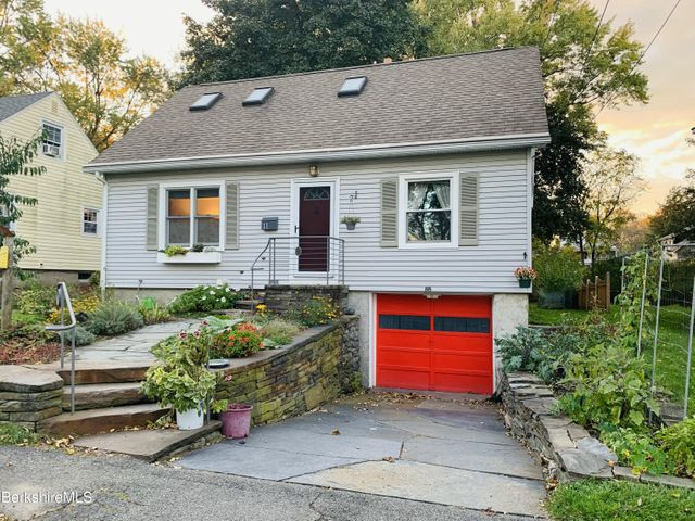 8 Adelaide Ave, Pittsfield, MA 01201