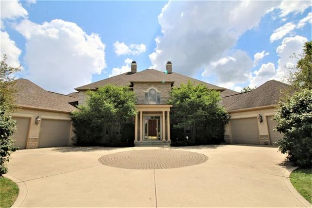 This spectacular Lakhi built custom home, in the exclusive Windsor Way Estates, is situated on over an acre of well manicured grounds & offers sweeping panoramic views of the 18th Fairway.