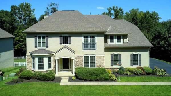 2977 Laura Place, Lewis Center, OH 43035