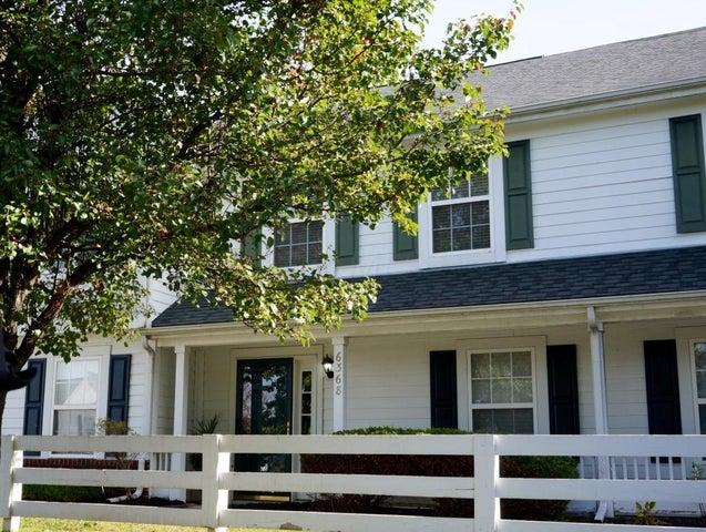 6368 Sleepy Meadow Boulevard E, Grove City, OH 43123