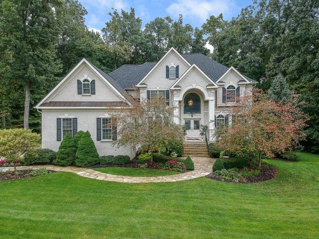 747 Riverbend Ave 5 bedroom executive home in gated community