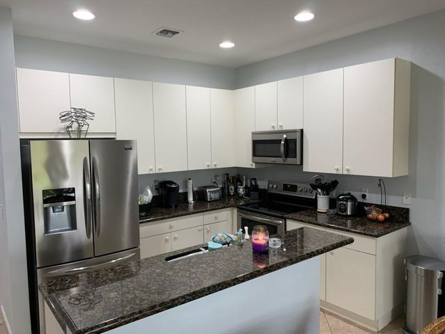 KITCHEN WITH GRANITE TOPS, SNACK BAR, NEWER STAINLESS STYLE APPLIANCES