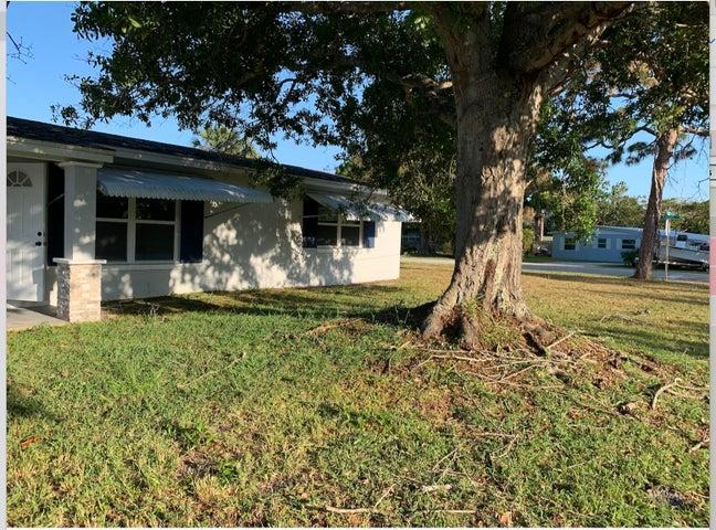 3177 NE Lake Avenue, Jensen Beach, FL 34957
