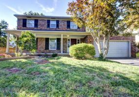 9205 Tiverton Way,Louisville,Kentucky 40242,5 Bedrooms Bedrooms,10 Rooms Rooms,3 BathroomsBathrooms,Residential,Tiverton,1425441