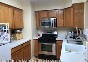 152 Emily Lane,Staten Island,New York,10312,United States,2 Bedrooms Bedrooms,5 Rooms Rooms,3 BathroomsBathrooms,Residential,Emily,1117988