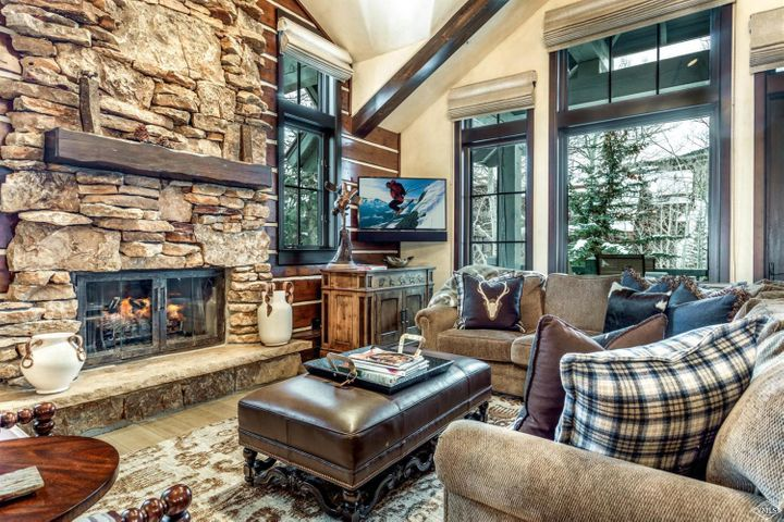 Newly remodeled one of a kind 4-bedroom townhome in Bachelor Gulch. This property features designer finishes, a separate loft area, two car garage and two decks plus a patio with a private hot tub. This home is within walking distance to both the ski slopes and The Ritz Carlton. Fantastic location!