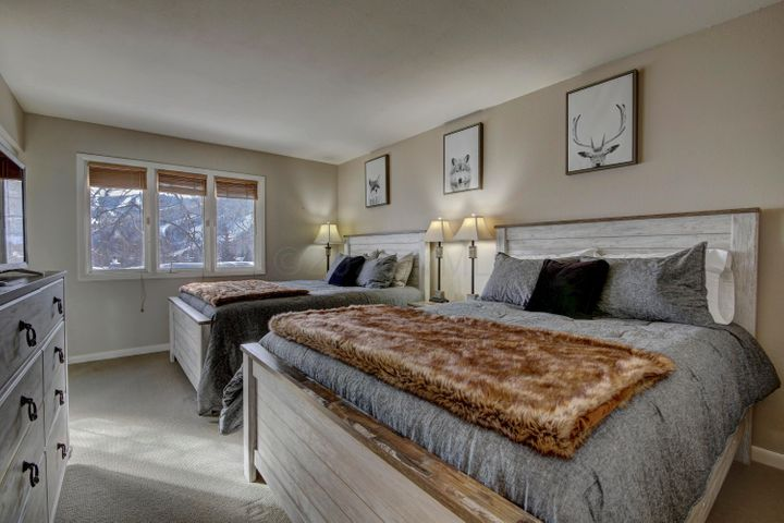 Turnkey property! Great location and mountain views from this spacious top floor, updated unit that is 3 minutes away from the Lionshead and just a 3-minute walk to the Vail Bus Stop. Easy to show! Owner holds an active real estate license in Colorado