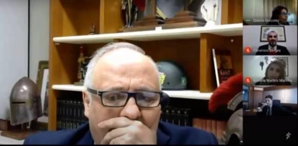 Vídeo: Desembargador não percebe microfone ligado e ofende colega durante sessão virtual   Revista Fórum