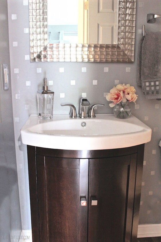 18 Small Bathroom Ideas To Make This Cozy Space Look ... on Small Space:t5Ts6Ke0384= Small Bathroom Ideas  id=93112