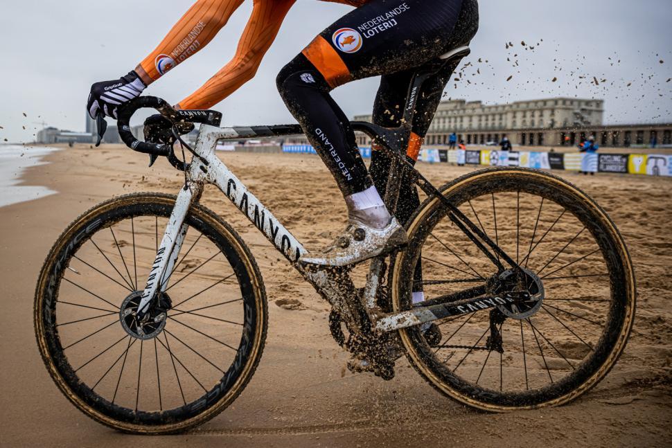 canyon inflite cf slx cyclocross bike