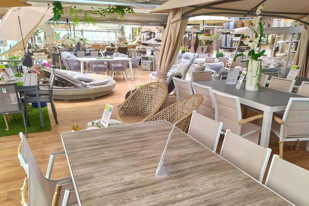 Un'ampia gamma di mobili da giardino e accessori si trovano nello shop online o presso il tuo. Mobili Arredo Giardino Tavolini Salotti Sedie E Cuscini Poltrone Lettini Ombrelloni Pergole E Gazebi A Bassano