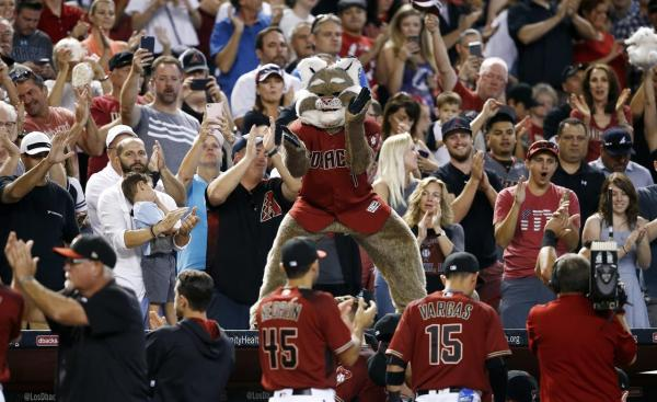 Martinez's clutch hit secures top wild card for ...