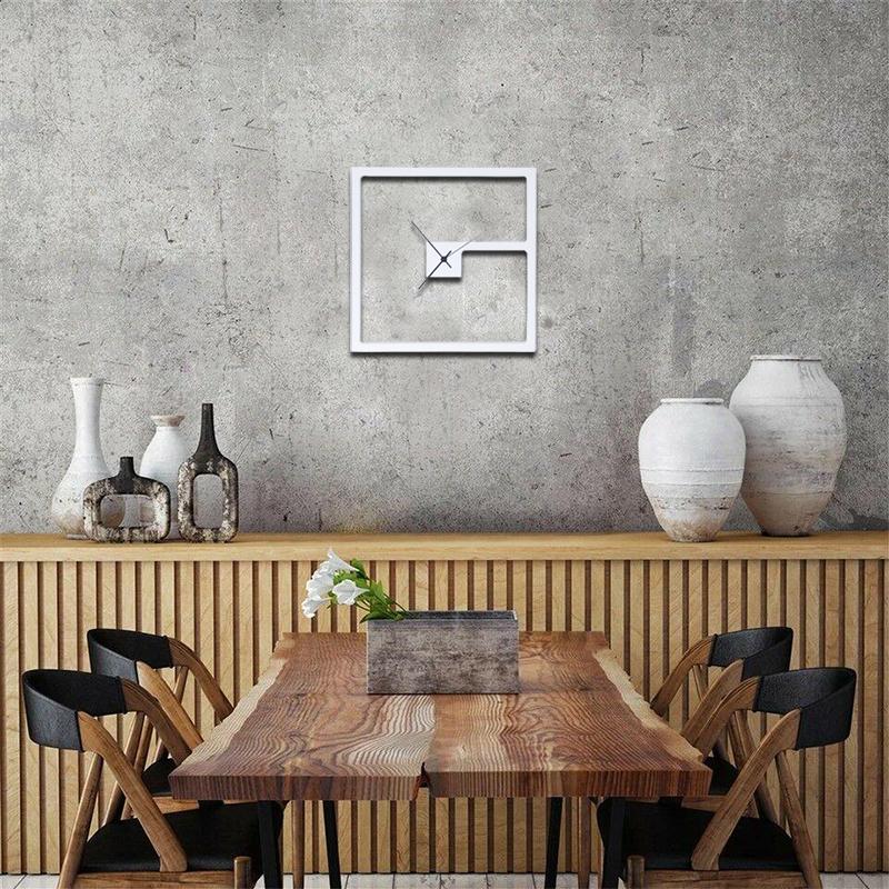 Lloyd è un orologio da parete in legno laccato bianco raffigurante la planimetria, disegnata prima in digitale da mani esperte e poi riprodotta su legno, di una casa unifamiliare, la kaufmann house. Orologi Da Parete Moderni Orologi Da Muro