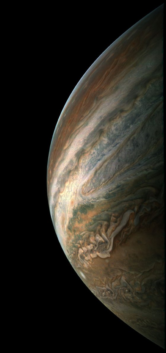 This image of Jupiter was taken by Juno on December 16 and then processed by citizen scientist Gerald Eichstaedt. Image credit: NASA / JPL-Caltech / SwRI / MSSS / Gerald Eichstaedt.