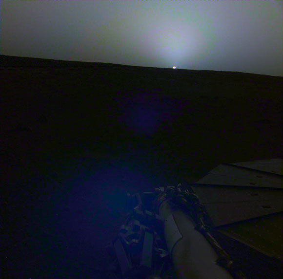 InSight used its IDC camera to image this sunset on Mars on April 25, 2019. This image was taken around 6:30 p.m. Mars local time. Image credit: NASA / JPL-Caltech.