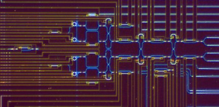 Llewellyn et al realize an array of microring resonators (MRRs) to generate multiple high-quality single photons, which are monolithically integrated with linear-optic circuits that process multiple qubits with high fidelity and low noise. Image credit: Llewellyn et al, doi: 10.1038/s41567-019-0727-x.