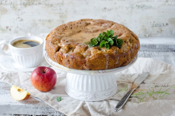 Пирог с яблоками в мультиварке - пошаговый рецепт с фото ...