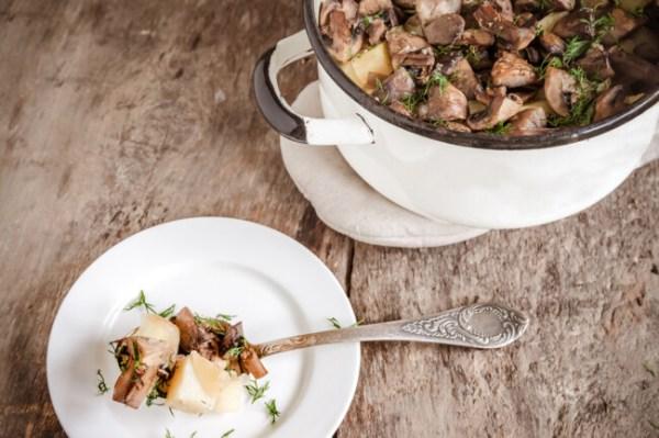 Как сделать жаркое из свинины с картофелем и грибами