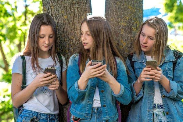 Можно ли читать личные сообщения детей в соцсетях | СЕГОДНЯ