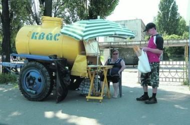 В Киеве продают запрещенный квас - Напиток из бочки ...