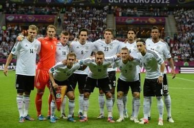 В Германии призывают заставить футболистов петь гимн ...