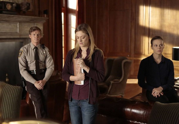 Amanda introduces her plan to Carroll in The Following