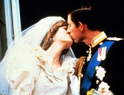 https://i1.wp.com/cdn.sheknows.com/filter/l/gallery/princess_diana_prince_charles_royal_kiss.jpg