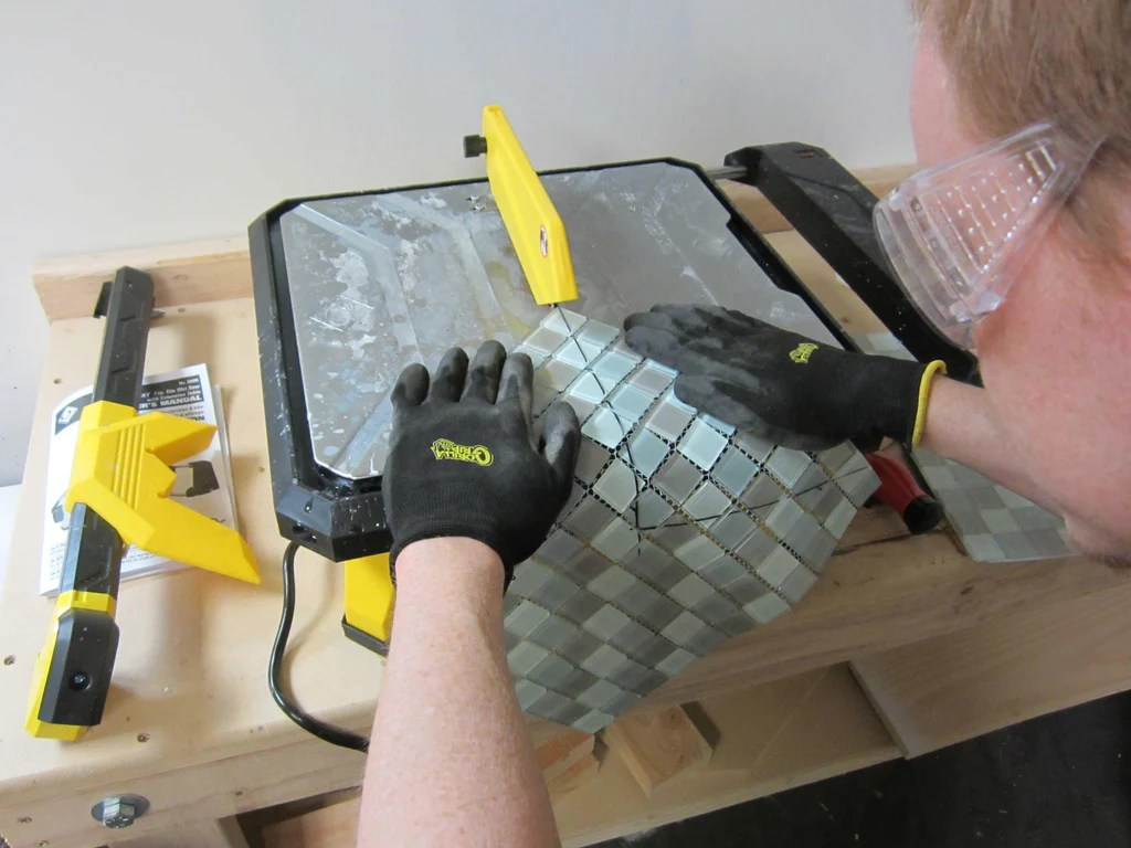 how to properly cut glass mosaic tile