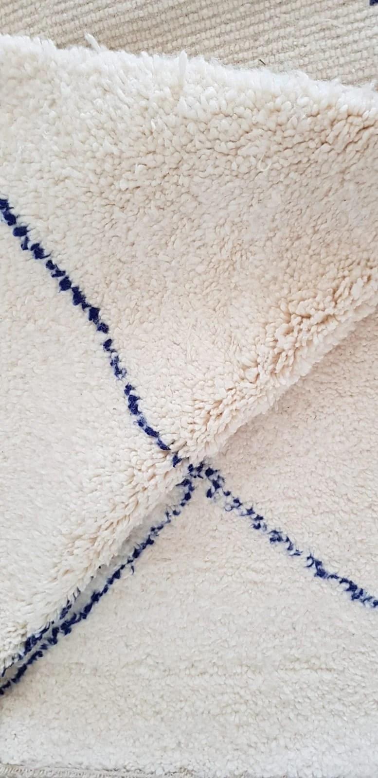 tapis beni ouarain ecru et bleu marine 242x157cm