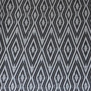 tapis plastique africain chevrons noir et gris