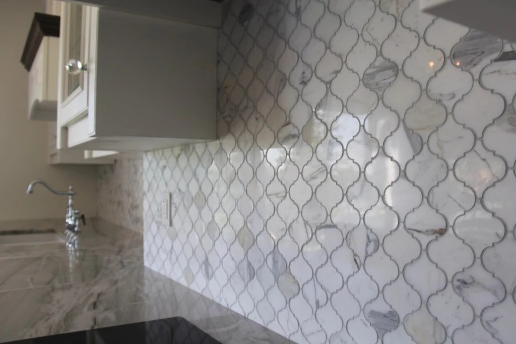 small arabesque calacatta gold polished marble mosaic tiles