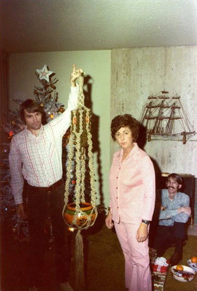 10 Funny And Strange Vintage Christmas Photos PROJECT B