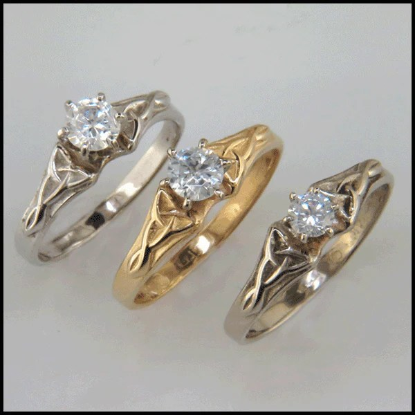 Celtic Gold Ring with Diamond R36