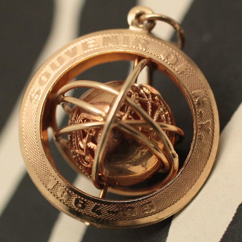 14K 1964 New York Worlds Fair Charm Pippin Vintage Jewelry