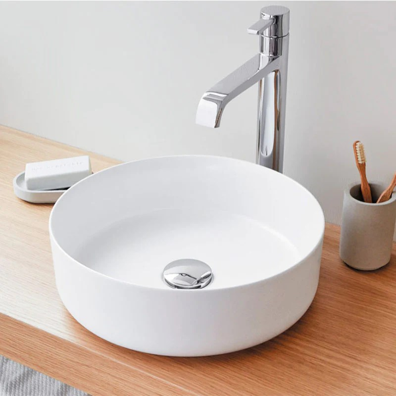 Vasque A Poser Ronde En Ceramique Marsala Blanc Mat 35 5 Cm Le Monde Du Bain