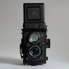 Yashica 124G, with box, cap, strap and case, Manual
