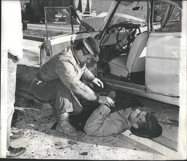1960 Press Photo Ed Czajka Helps Joseph Beucher after Car ...