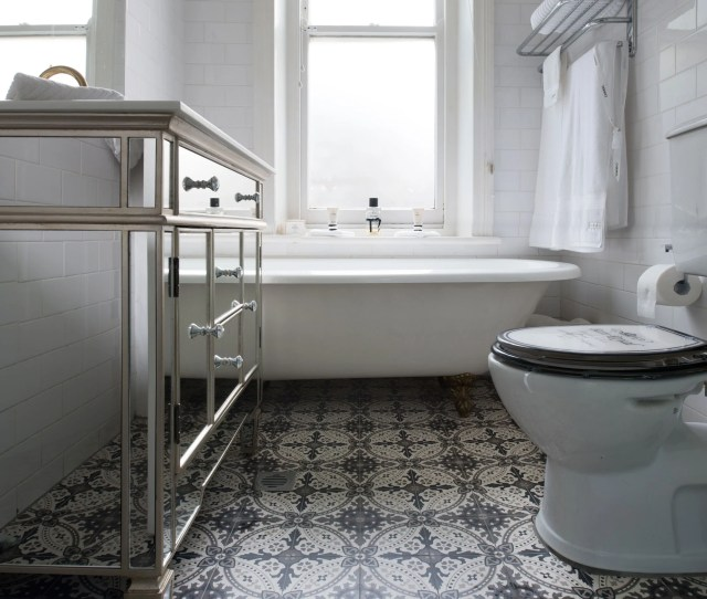 Lille Pattern In Victorian Bathroom