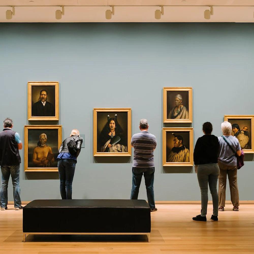 how to light an art gallery the light
