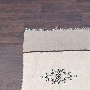 petit tapis berbere en laine beige 70x150cm
