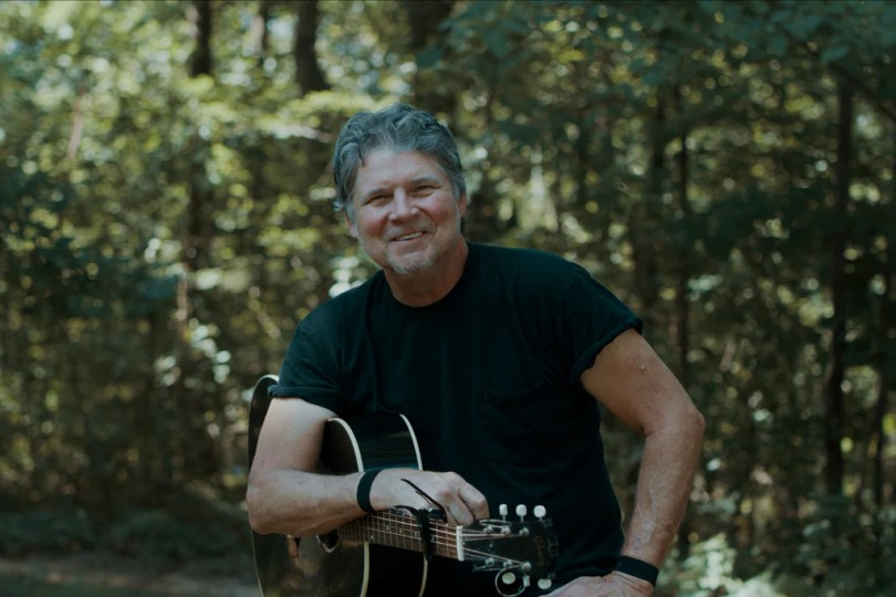 Songwriter Session: Chris Knight – Niangua Coffee