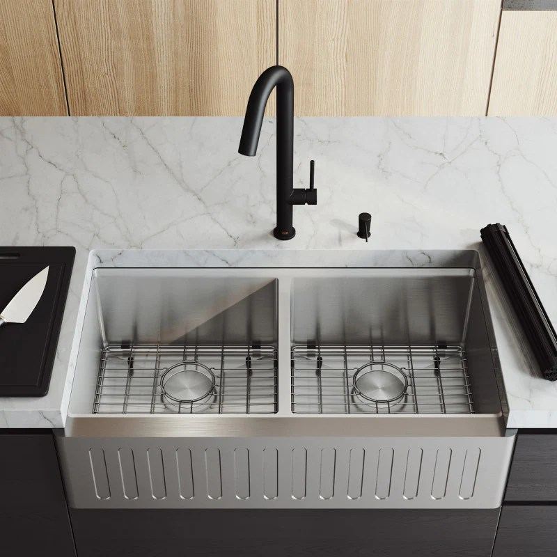 vigo oxford slotted apron front double bowl stainless steel farmhouse kitchen sink with accessories 36 l x 21 w