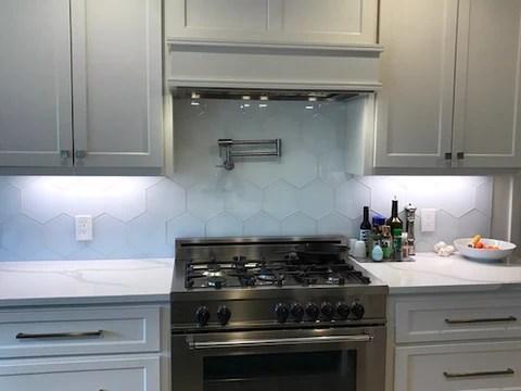 5 modern kitchen backsplash ideas for a