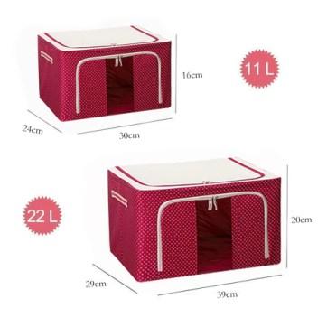 Iso ja pieni punainen säilytyslaatikko peitteille
